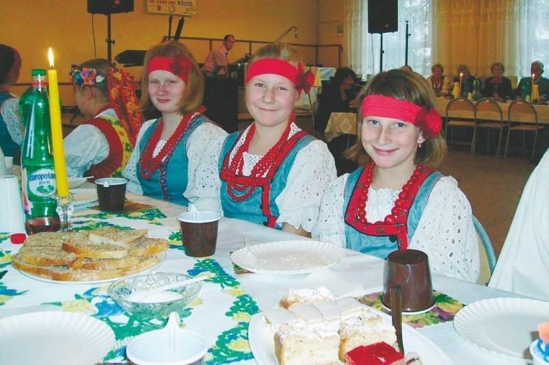 Na zdjęciu od lewej: Nicole Mazur, Marta Kalla, Natalia Figura. Cała trójka tańczy w zespole WAL-NAK.