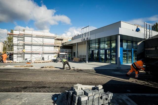 Wnętrze nowego sklepu Lidl jest już gotowe. W przyszłym tygodniu mają na półkach pojawić się pierwsze towary. Cały czas trwają jeszcze prace wokół budynku.