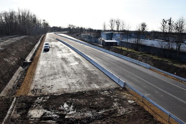 Kierowcy skarżą się, że obwodnica piastowska w Opolu nie jest w pełni oświetlona