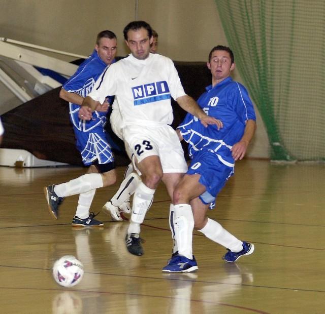 Radosław Kozieł (w środku, biała koszulka z nr. 23) strzelił w niedzielnym, wygranym 20:2 meczu z Komputerami Legnica aż osiem goli.