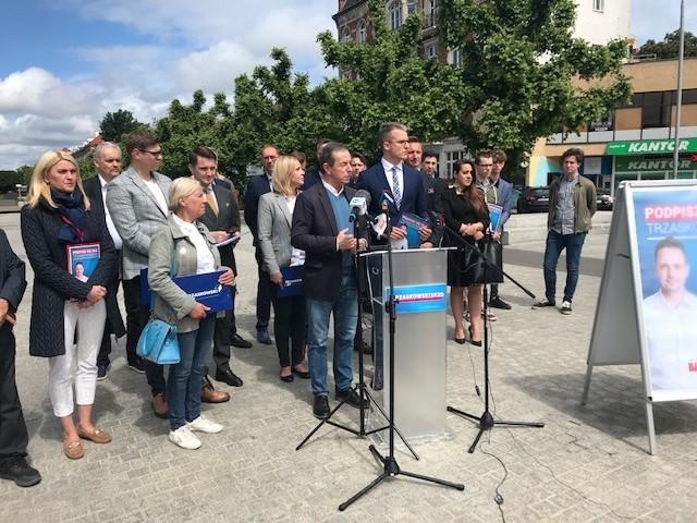 Zbiórka podpisów poparcia Trzaskowskiego w Szczecinie. W pierwszym dniu 5 tys. Gdzie można w weekend?