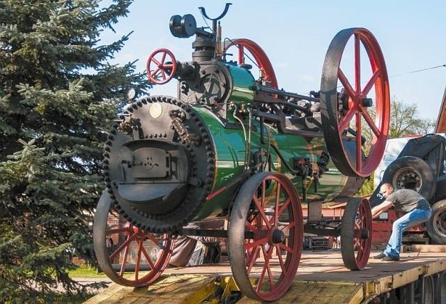 Zabytkowa, najstarsza w Polsce lokomobila parowa trafiła do Muzeum Rolnictwa w Ciechanowcu