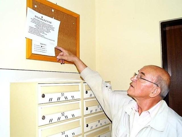 Pan Roman z bloku przy ul. Kościerskiej 17 mówi, że trudno teraz ocenić, czy nowe podzielniki elektroniczne zdadzą egzamin