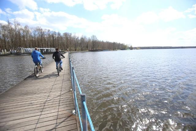 Tychy. Wiosna w Paprocanach. To idealne miejsce na wiosenne spacery, przejażdżki rowerowe.Zobacz kolejne zdjęcia. Przesuwaj zdjęcia w prawo - naciśnij strzałkę lub przycisk NASTĘPNE