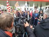 """Protest Agrounii pod bramą Anwilu. """"To może ograniczyć dostępność nawozów na rynku"""""""