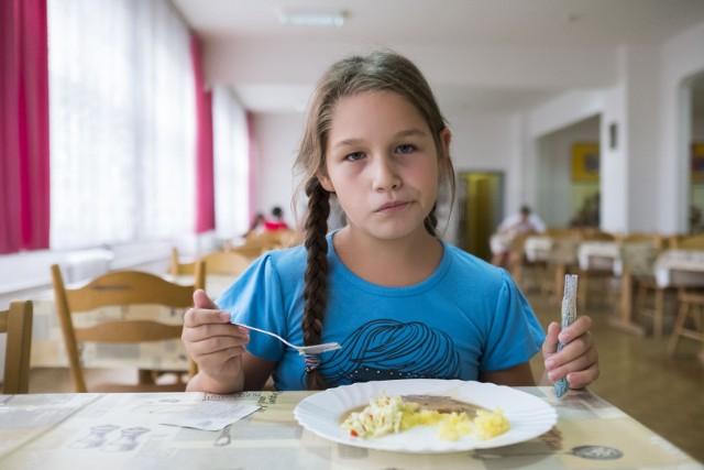 Dłuższe przerwy na spożycie ciepłego posiłku to z pewnością zmiana korzystna dla wszystkich uczniów.