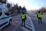 Strażnicy graniczni sprawdzają przyjeżdżających z Czech i ze Słowacji. Kontrolują wyniki testów na koronawirusa lub świadectwa szczepień