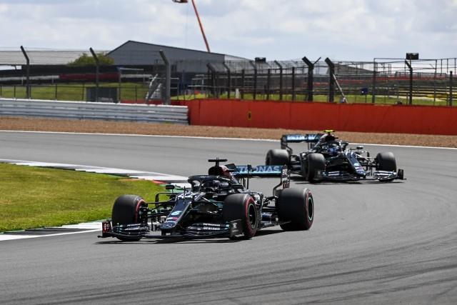 Dramatyczny finisz GP Wielkiej Brytanii. Górą znów Hamilton!