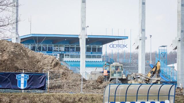 Na stadionie w Płocku rośnie trybuna wschodnia