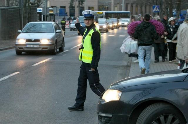 Jak ostrzegają z dolnośląskiej policjanci, powroty dopiero przed nami. Na drogach należy zachować szczególną ostrożność