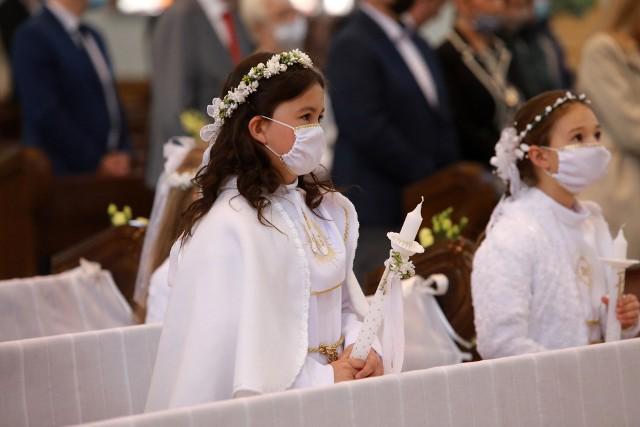 Pierwsza Komunia dla jednych nadal oznacza wyjątkowe przeżycie duchowe. Inni bardziej, niż mszę pierwszokomunijną w kościele, cenią sobie to, co będzie po niej, czyli przyjęcie organizowane dla gości dziecka