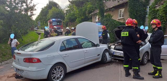 Wypadek w Czulicach. Zderzyły się dwa pojazdy osobowe