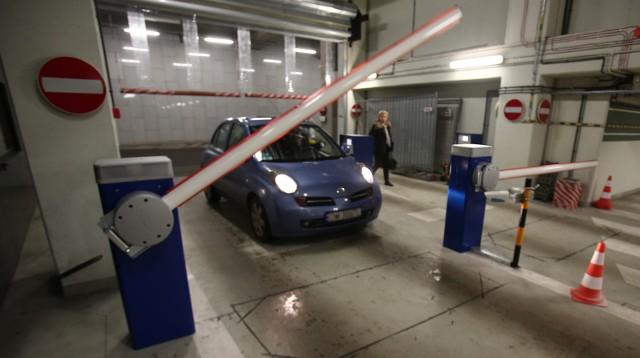 Darmowe parkowanie pod NFM? Czytelnik: Naliczyło mi opłatę!
