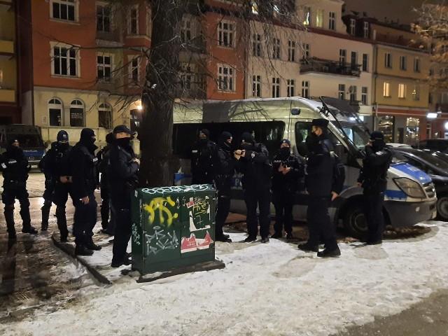 Kilkunastu policjantów weszło do restauracji we Wrzeszczu