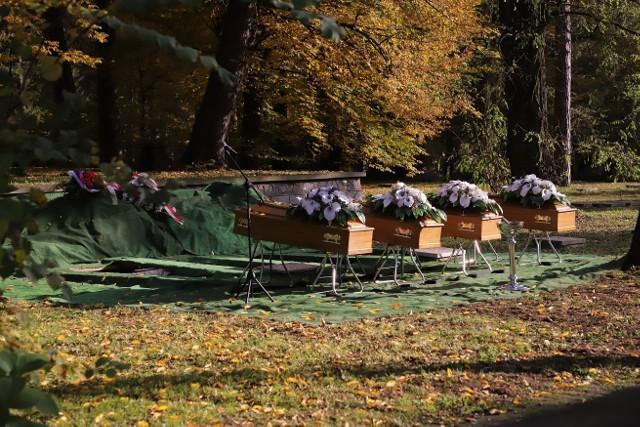 Ciała radzieckich żołnierzy pochowano na cmentarzu w PszczynieZobacz kolejne zdjęcia. Przesuwaj zdjęcia w prawo - naciśnij strzałkę lub przycisk NASTĘPNE