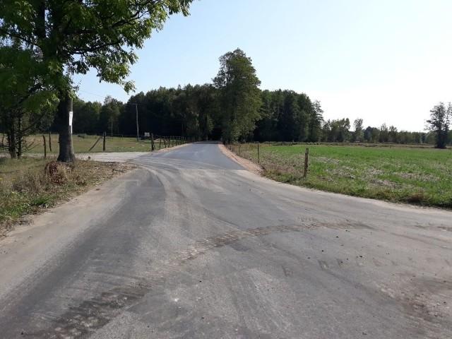 W Budach Brankowskich w gminie Białobrzegi jest nowy asfalt.