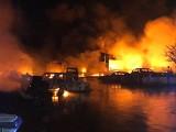 Wielki pożar chemikaliów w Sosnowcu ugaszony. Czym oddychali mieszkańcy? Prezydent uspokaja