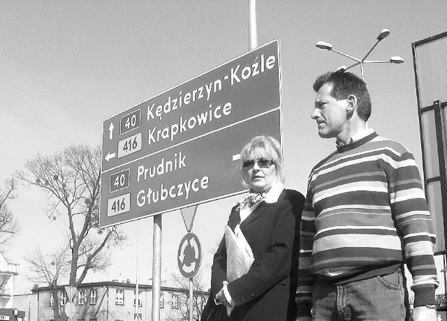 Elżbieta Adamiszyn i Jerzy Kunert: - Ludzie są oburzeni, że zrobiono obwodnicę Białej, trwają prace w Kędzierzynie, a o nas zapomniano. (fot. Krzystof Strauchmann)
