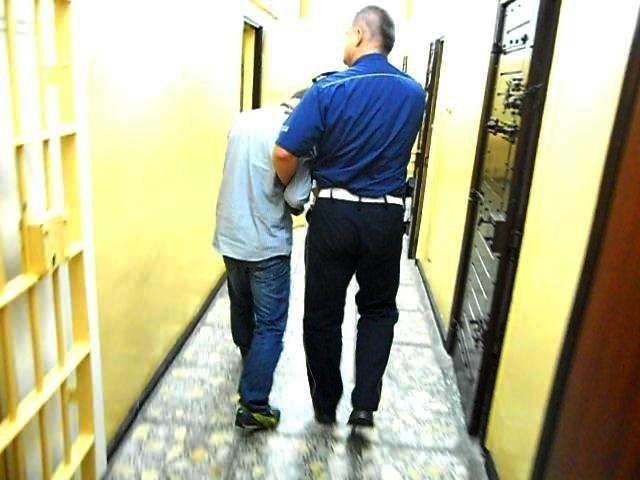 """Policjanci ze Złotowa zatrzymali mężczyznę podejrzanego o oszustwa metodą """"na wnuczka"""""""