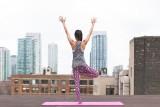 Joga w walce z codziennym zmęczeniem i bólem kręgosłupa. Jak ćwiczyć - przekonaj się na warsztatach w parku Helenów
