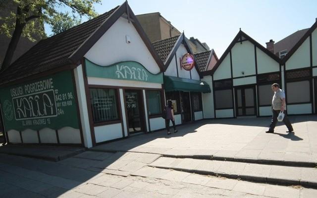 """Mały handel w Słupsku powoli upadaZakład pogrzebowy """"Kalla"""" już zagospodarowuje lokale po sklepach w tzw. małej podkowie w Słupsku."""