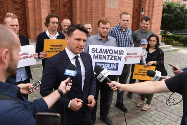 """Wybory parlamentarne 2019. Sławomir Mentzen: Przygotowałem """"100 ustaw Mentzena"""" gotowych do złożenia w Sejmie"""