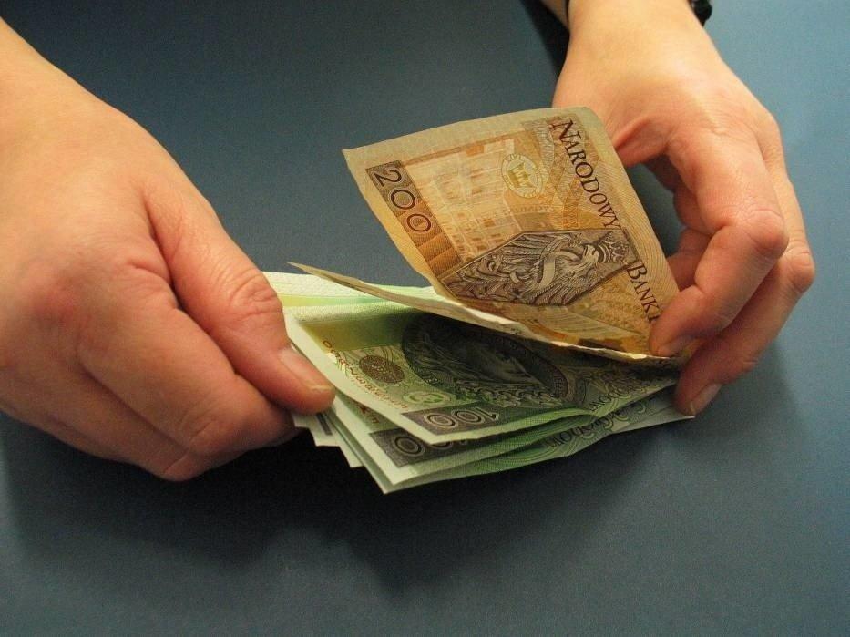 PENSJA MINIMALNA 2020 - płaca NETTO (na rękę) i BRUTTO po podwyżce. Sprawdź, o ile wzrosła najniższa krajowa i stawka za godzinę pracy | Głos Wielkopolski