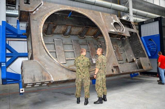 W Hucie Stalowa Wola powstają wielkogabarytowe konstrukcje do wytwarzanego tu nowoczesnego sprzętu artyleryjskiego