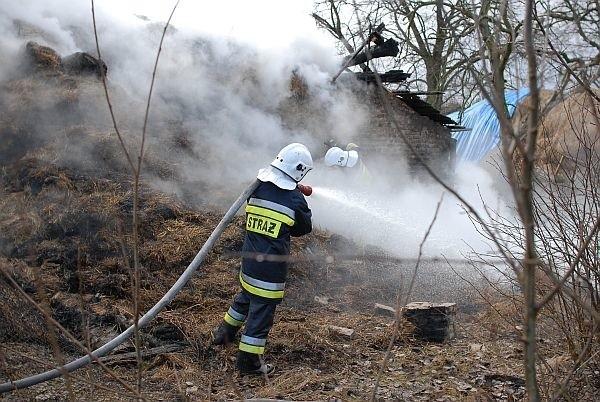 W miejscowości Stoczki pali się drewniany dom