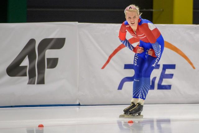 Karolina Bosiek znakomicie spisuje się w mistrzostwach Polski na dystansach w łyżwiarstwie szybkim, które odbywają się w Tomaszowie Mazowieckim