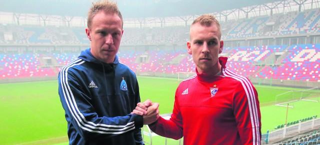 Kapitanowie obu drużyn - Rafał Grodzicki z Ruchu i Adam Danch z Górnika spotkali się na nowym stadionie w Zabrzu