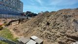 Zielona Góra. Przed Palmiarnią pojawiła się wielka dziura. Trwa budowa parkingu wielopoziomowego. Co się znajdzie na kondygncjach?