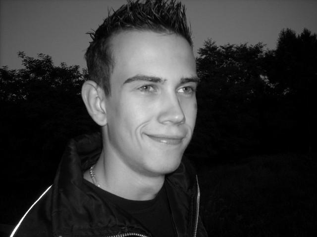 Witam. Nazywam sie Krzysztof Bieniek i pochodze z okolic Stalowej Woli. Obecnie studiuje informatyke w Rzeszowie. Interesuje sie fotografią, samochodami oraz komputerami. Moją pasją jest zwiedzanie zabytków.W wolnych chwilach lubie spotykac sie z przyjaciólmi:)