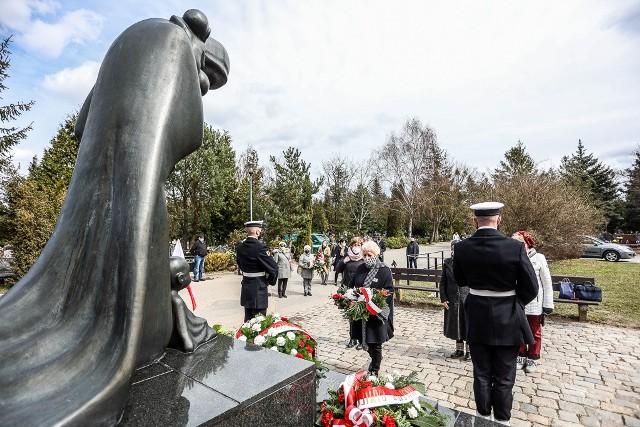Obchody 81. rocznicy Zbrodni Katyńskiej przy pomniku Golgoty Wschodu na Cmentarzu Łostowickim w Gdańsku