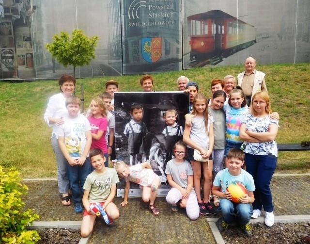 Dzieci uczyły się zabaw ze śląskich podwórek