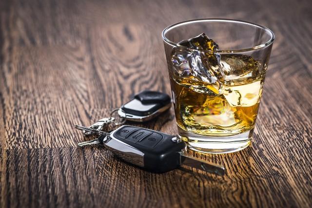 Policja zatrzymała jadące zygzakiem bmw. Prowadziła je pijana kobieta.