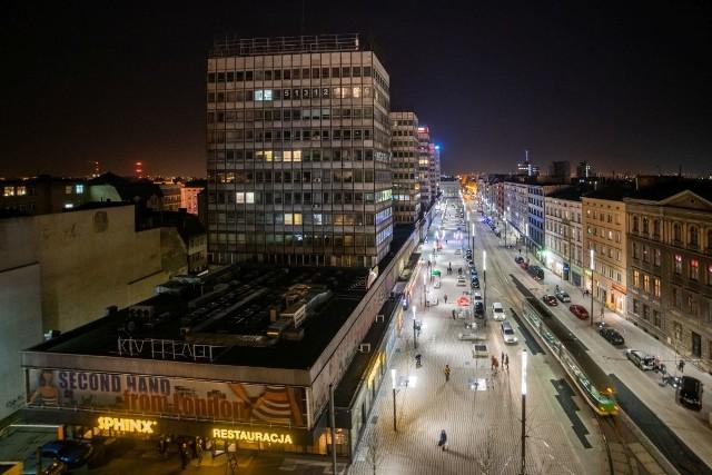 Niedawno zakończyła się przebudowa ul. Święty Marcin w Poznaniu. Zobacz, jak wyremontowany odcinek między Gwarną a Ratajczaka prezentuje się wieczorem. Jest naprawdę magicznie!Przejdź do kolejnego zdjęcia --->