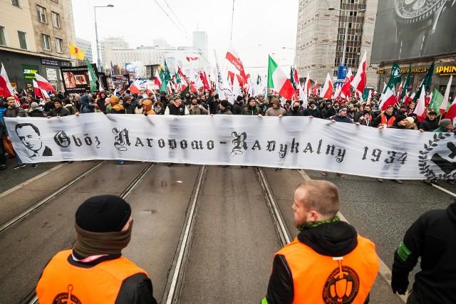 Na razie organizują marsze, ale młodzi narodowcy nie potrafią doczekać się chwili, gdy będą mogli przystąpić do legalnej zadymy w obronie ojczyzny, wiary i Kościoła – przestrzega Czytelnik w liście