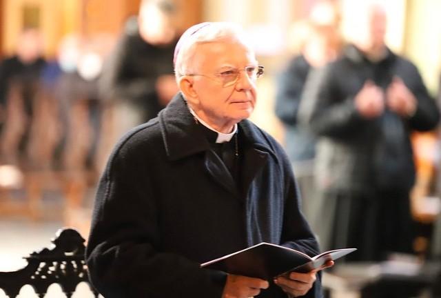 Arcybiskup Marek Jędraszewski w czasie pokutnej modlitwy kapłanów Archidiecezji Krakowskiej w sanktuarium w Kalwarii Zebrzydowskiej zwrócił uwagę na problem apostazji.