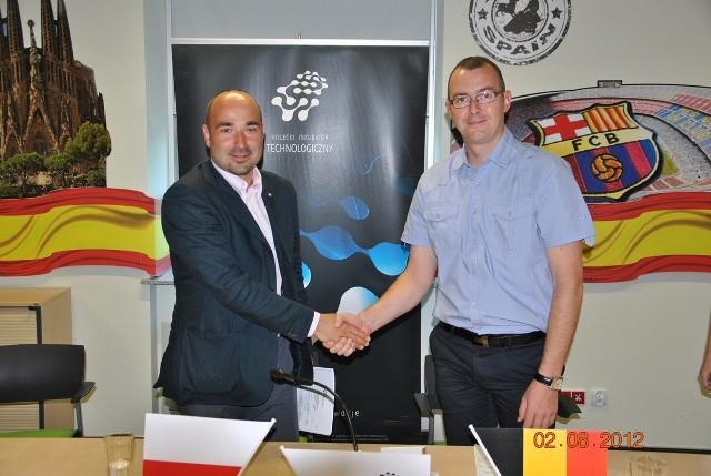Belgijska firma w Kieleckim Parku TechnologicznymWiceprezes zarządu Upgrade Energy Piet de Roover i Szymon Mazurkiewicz, dyrektor Kieleckiego Parku Technologicznego podpisali umowę o współpracy.