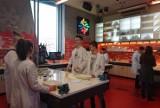 "W laboratorium Centrum Nauki Kopernika poznawali ""Wodne Anomalie"""