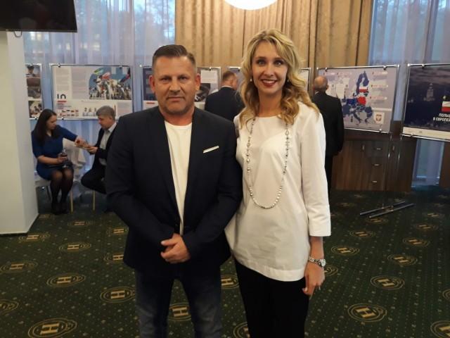 Artur Janiak i Natalia Iszczenko, minister sportu obwodu kaliningradzkiego, która jest 5-krotną mistrzynią olimpijską w pływaniu synchronicznym