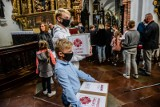 """Finał akcji """"E-tornister"""". Caritas Archidiecezji Gdańskiej przekazał sprzęt komputerowy potrzebującym dzieciom z Pomorza"""