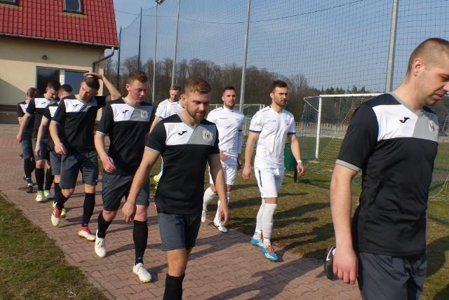 W weekend 25-26.09.2021 gra grupa 1 świętokrzyskiej piłkarskiej klasy B.