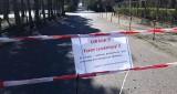 Straż gminna pilnuje, by ludzie nie spacerowali nad Miedwiem