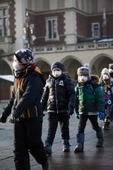 Maski antysmogowe nie chronią nas przed zanieczyszczeniami. Porażające wyniki kontroli UOKiK