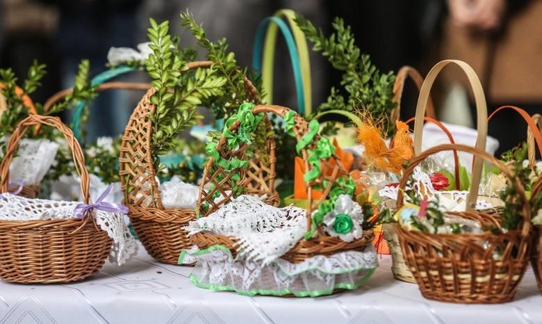 W jakich godzinach możesz w Wielką Sobotę poświęcić pokarmy w kościołach w Opolu?