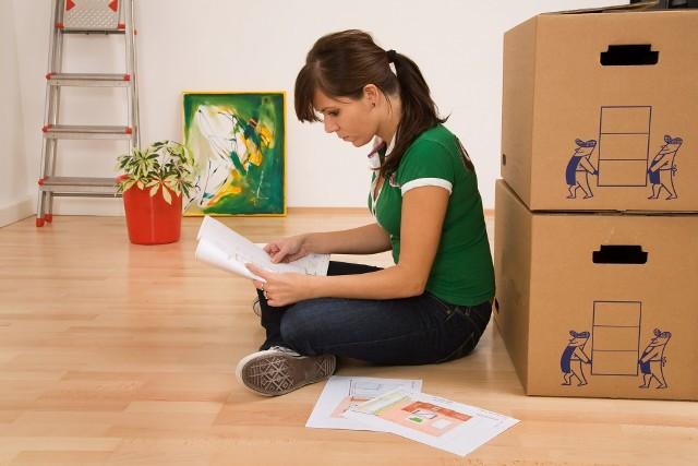 Większość ofert wynajmu mieszkań można znaleźć w internecie - na portalach ogłoszeniowych i społecznościowych. By nie martwić się o formalności, skorzystaj z pomocy biura nieruchomości