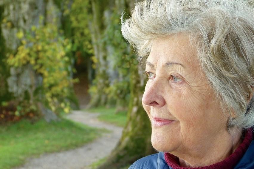 W 2020 roku zyskają też renciści i emeryci, którzy mogą...