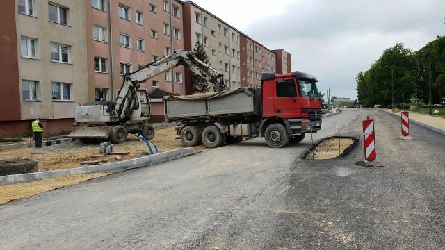 Ulica Gogolińska w Strzelcach Opolskich w trakcie przebudowy.
